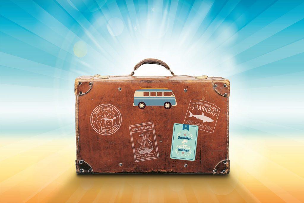 lets-travel-1024x682 今後の観光産業の動向