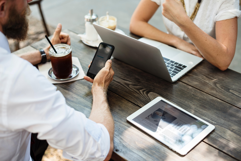 Facebookページがあなたのビジネスに役立つ7つの方法 - Transeed Blog