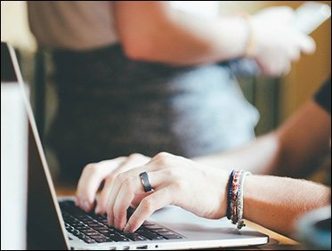 日本人が日本語でインターネット検索するように、外国人も母国語で検索をします。